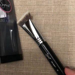 F87 Edge Kabuki Brush by Sigma #11